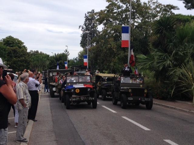 Valérie Suné, la présidente de l'association du convoi de la liberté a concocté un superbe défilé. Ici sur le Cours du 11-Novembre.