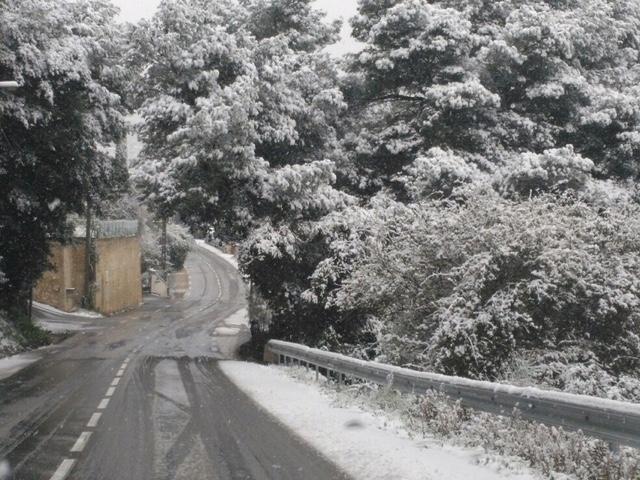 Sur les hauteurs, la neige a contraint le chasse-neige de la subdivision Ouest a parcourir les routes de la commune