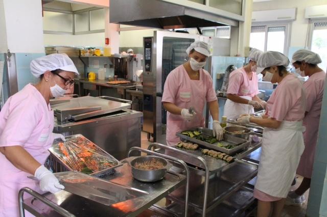 La restauration collective durable en circuits courts on s for Restauration collective emploi