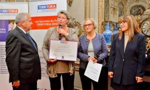 Françoise Benne recevant le prix Territoria