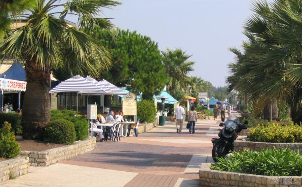 Promenade des flots bleus - Office de tourisme saint laurent du var ...
